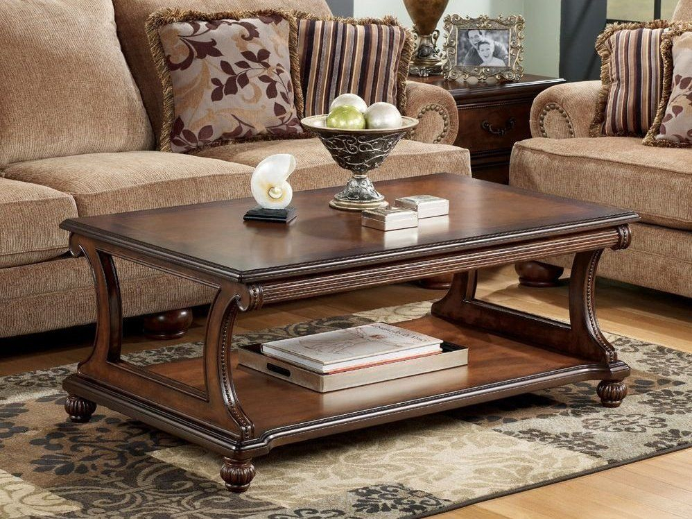 Traditional Coffee Table With Curved Base | Hobbi Ekkor Inside Simple Living Ethan Cocktail Tables (View 7 of 25)