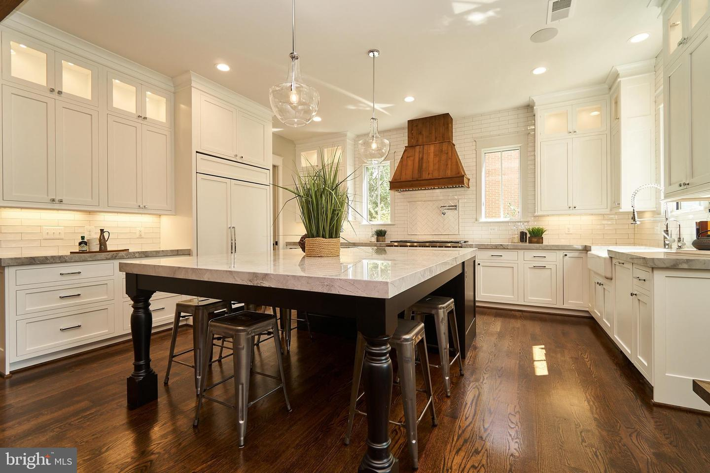 3616 N Upland St Arlington Va – Joe Estabrooks With Regard To Most Recently Released Upland Marble Kitchen Islands (Image 7 of 25)