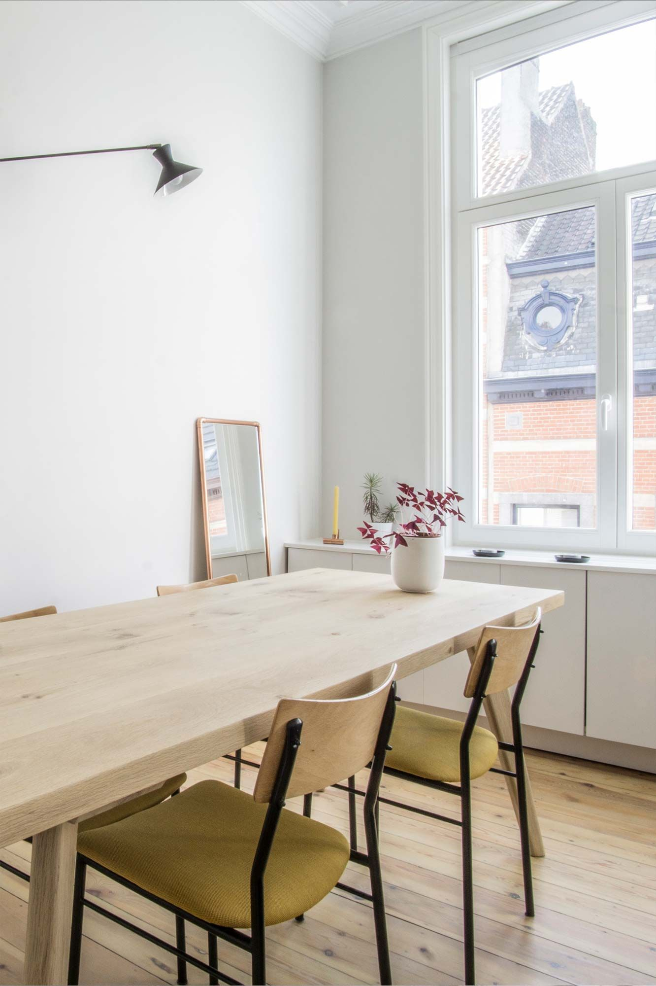 Chic & Simple: Vintage Meets Modern Dining Room | Brussel With 2018 Brussels Reclaimed European Barnwood Dining Tables (View 13 of 25)