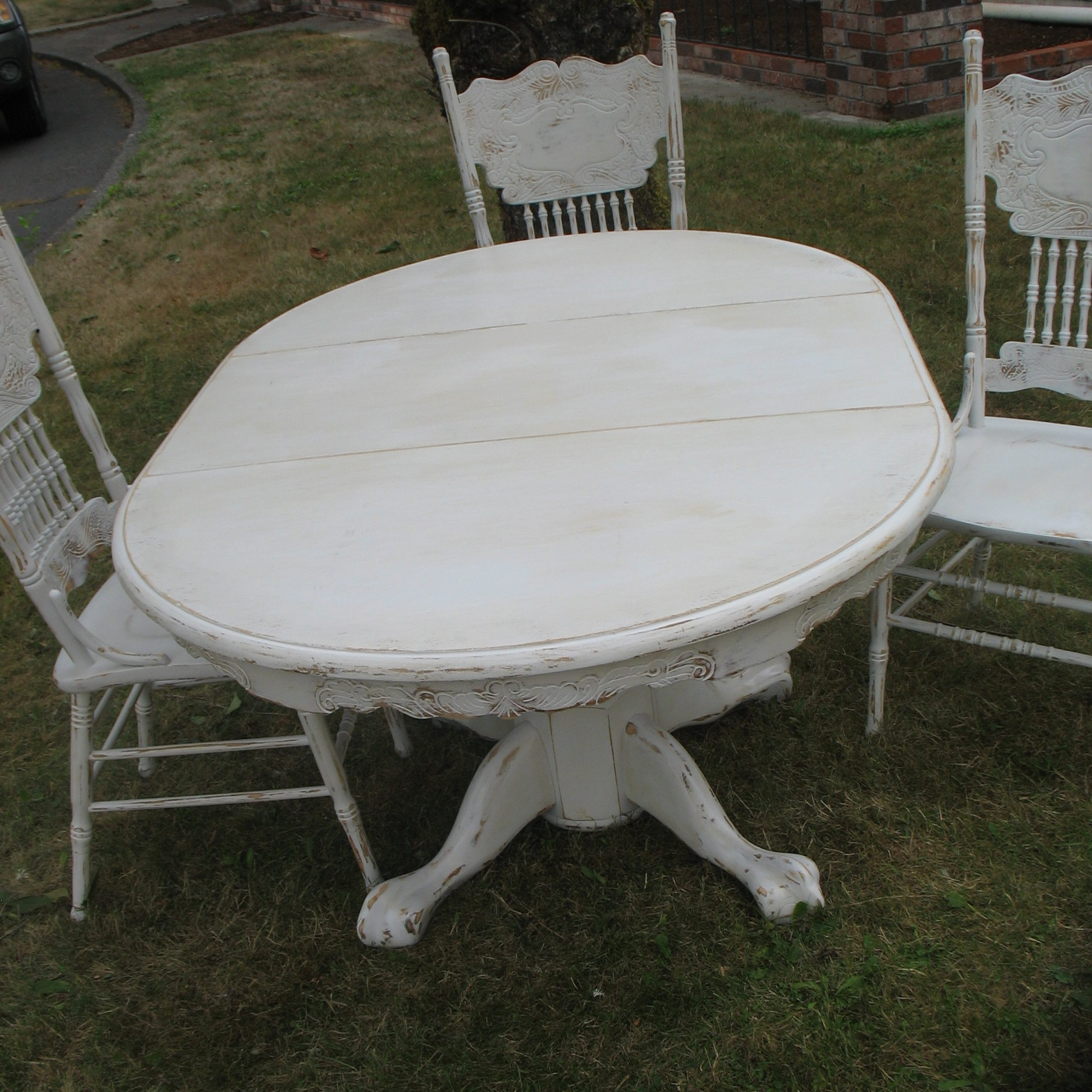 Distressed Dining Set Ladybird39S Vintage Benchwright With Regard To 2017 Benchwright Round Pedestal Dining Tables (View 16 of 25)
