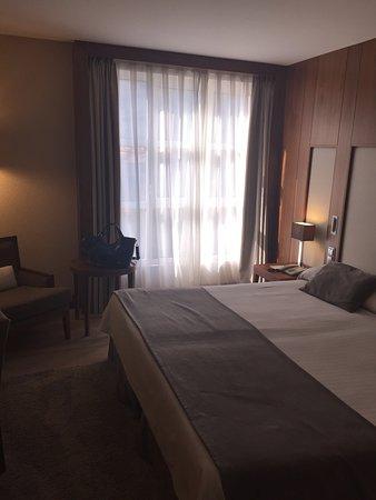 Pequeños Detalles De La Vida – Bild Von Gran Hotel With Regard To La Vida Window Curtains (Image 16 of 25)