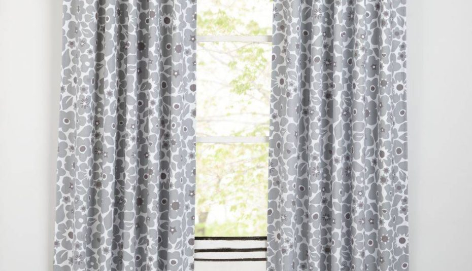 Pretty Curtains Images Astonishing Furniture Cute For With Regard To Country Style Curtain Parts With White Daisy Lace Accent (View 12 of 25)