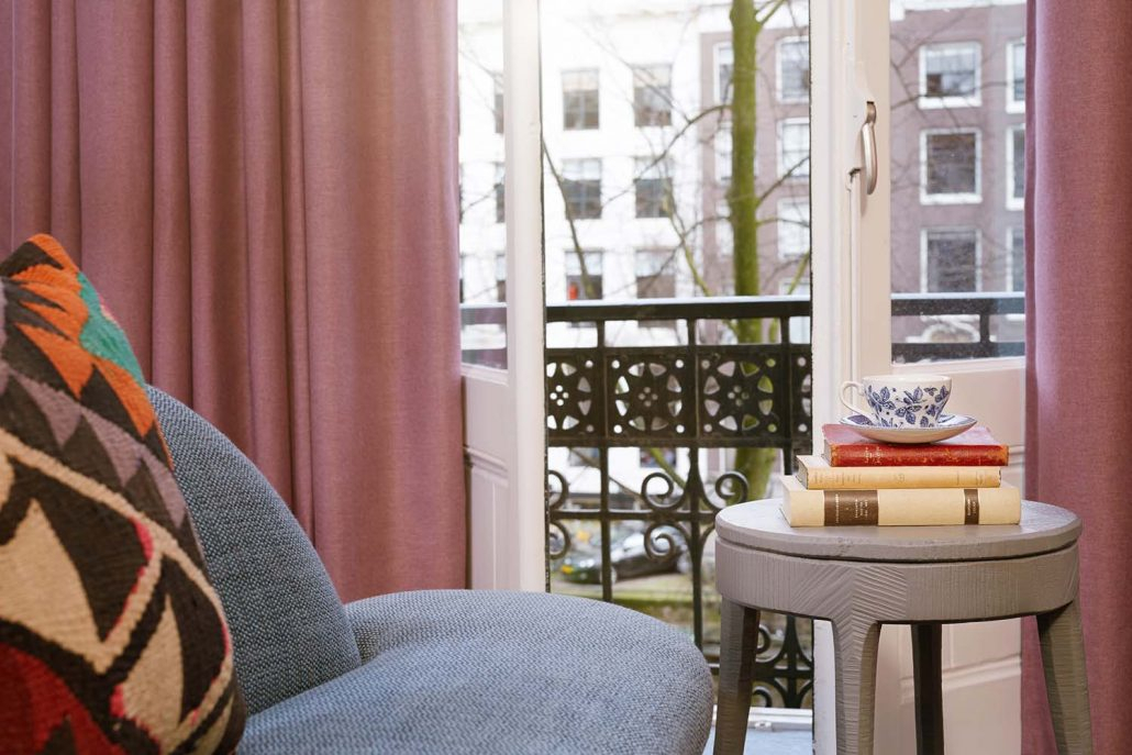 Zimmer – Hotel Pulitzer Amsterdam Inside Oakwood Linen Style Decorative Window Curtain Tier Sets (Photo 25 of 25)
