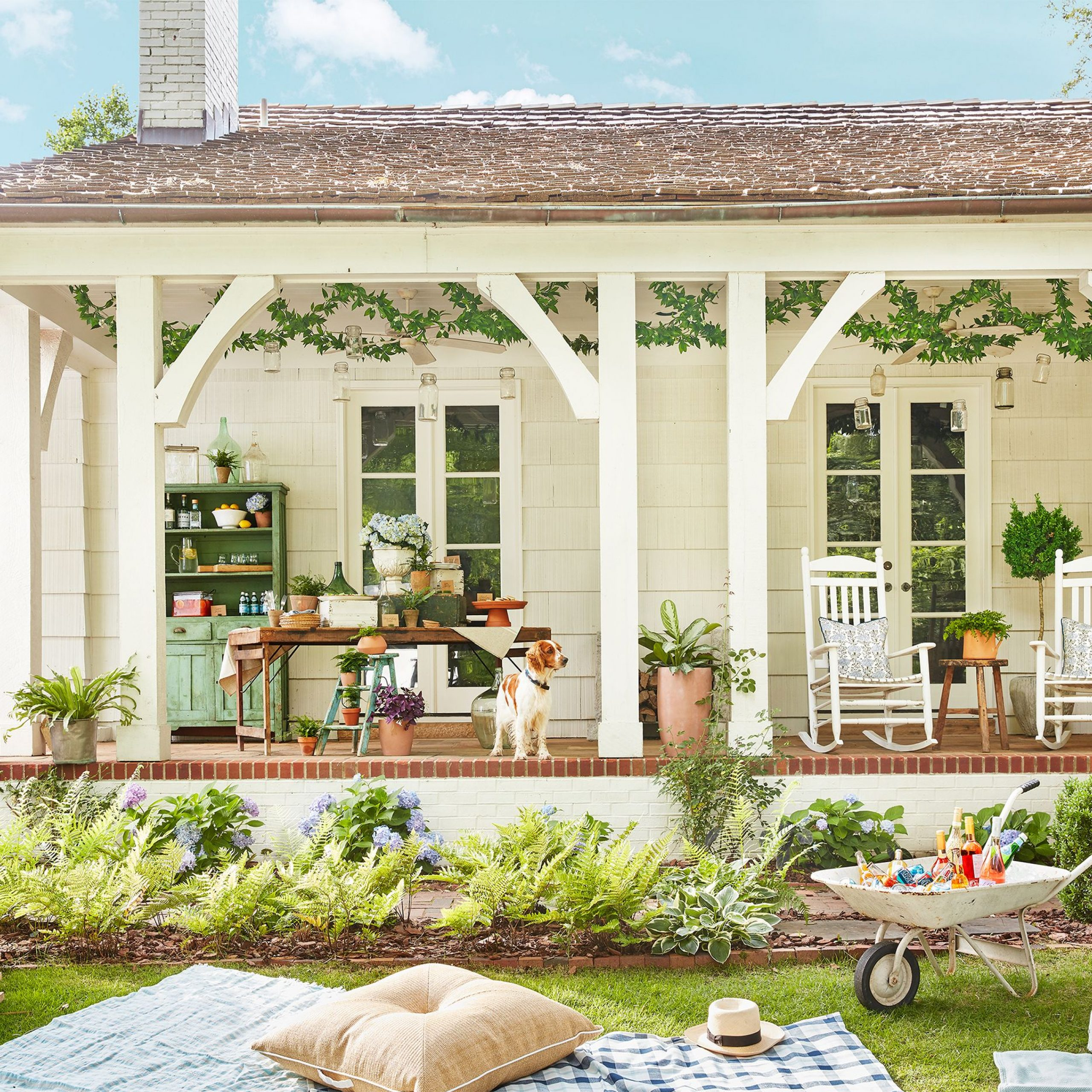 28 Charming Front Porch Ideas – Chic Porch Design And With Regard To Lamp Outdoor Porch Swings (View 14 of 25)