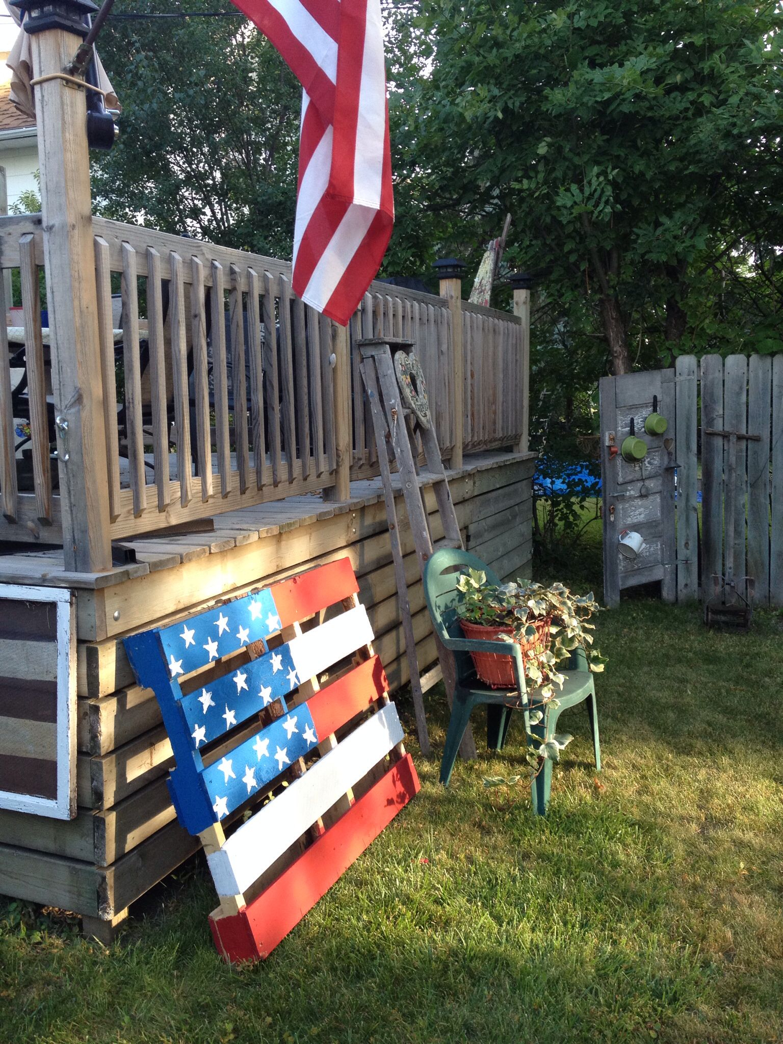 Another Pallet Flag For The Yard (View 5 of 25)