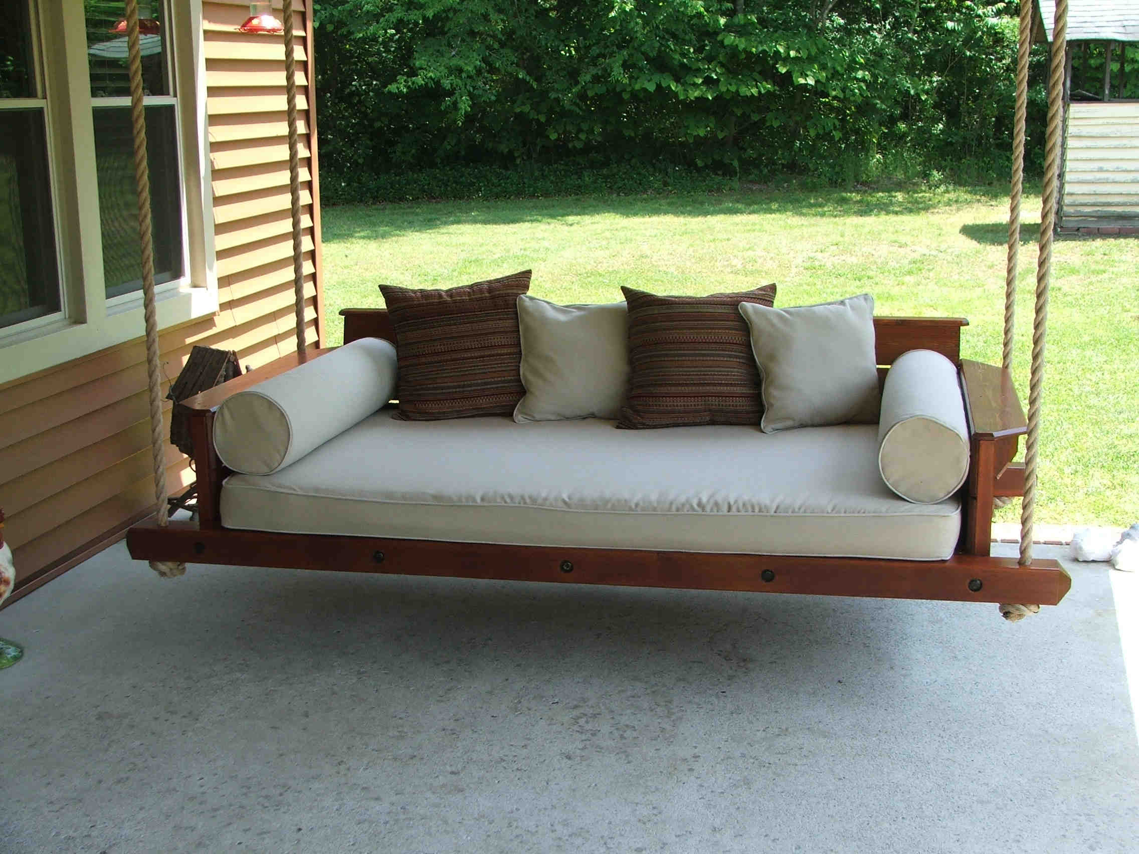 Scenic Swinging Porch Bed Swing Plans Living Room Hanging Throughout Day Bed Porch Swings (View 10 of 25)