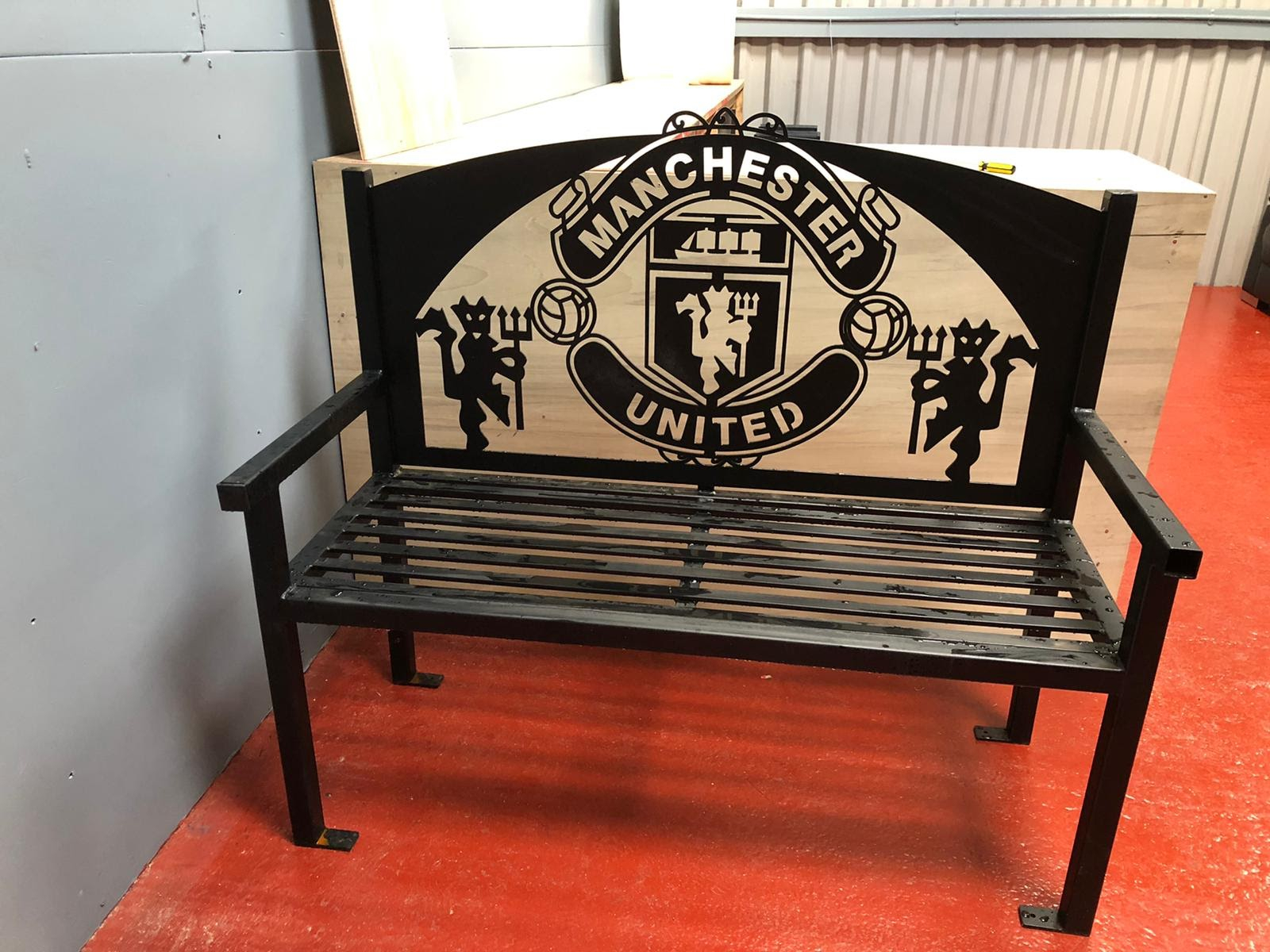 Manchester United Fc Bench Seat In Manchester Wooden Garden Benches (View 7 of 25)