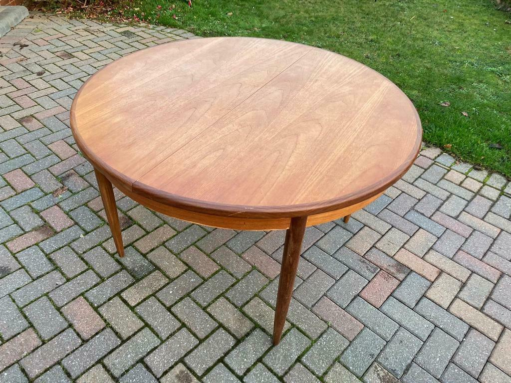 G Plan Table – Round With Middle Extender Turns Oval – £90 With Regard To Most Current Milton Drop Leaf Dining Tables (View 13 of 15)