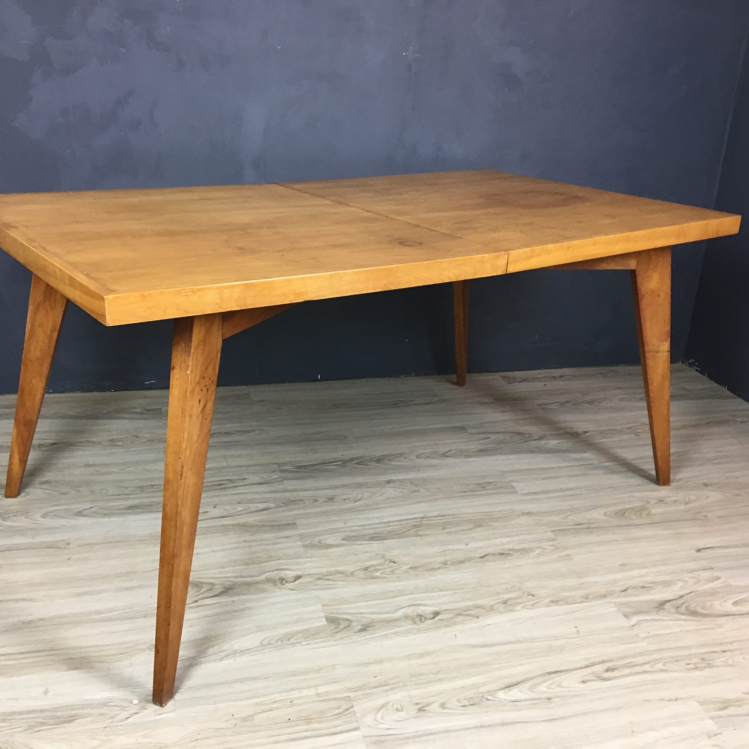 Featured Image of Tylor Maple Solid Wood Dining Tables