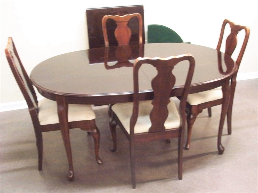 Transitional Design Online Auctions – Dining Table With Within Recent Bechet 38'' Dining Tables (View 5 of 15)