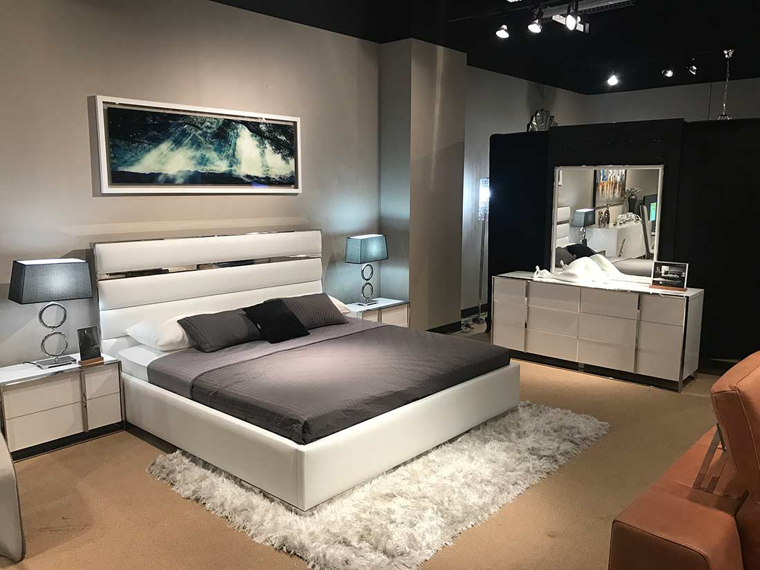 White Leatherette Headboard Bedroom Set Vg Bianca   Modern In Bedroom Sofas And Chairs (View 15 of 15)