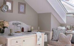 Cottage Style Attic Bathroom With Skylight