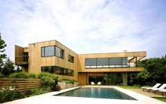 Stylish Swimming Pool for Contemporary House Exterior