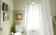 Traditional Tiny Bathroom With Classic Bathtub